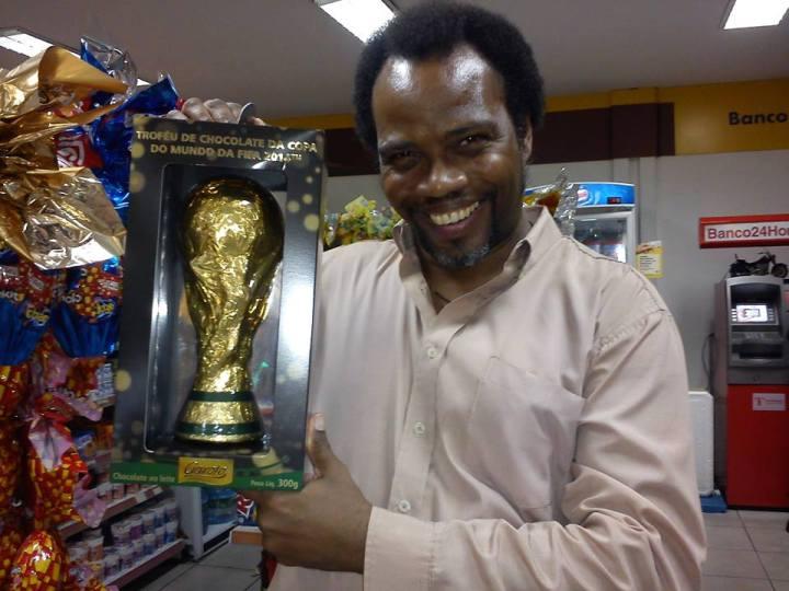 Pedro Cuba con la Copa de chocolate
