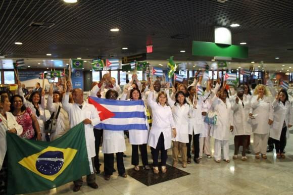 Médicos cubanos llegan a Brasil en agosto del 2013. Foto: Brasil de Fato. Tomada de Cubadebate.